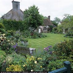 English Country Garden...aaah welcome, do come through please.