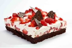 Strawberry cake made only in professional bakeries in Denmark. The winner of a competition for the Danish national cake in Danish Cake, Danish Dessert, Danish Food, Sweets Cake, Cupcake Cakes, Denmark Food, Cake Recipes, Dessert Recipes, Scandinavian Food