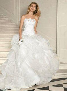 8987fe90033 Pronovias  Leante  size 2 used wedding dress - Nearly Newlywed