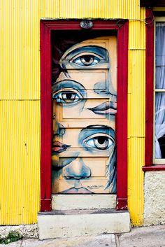 Doors as art. Graffiti door in Valparaiso, Chile Cool Doors, Unique Doors, Knobs And Knockers, Street Art Graffiti, Graffiti Artists, Street Artists, Painted Doors, Wooden Doors, Mellow Yellow
