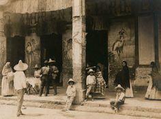 """Imagen que muestra la antigua pulquería """"El Amor en Peligro"""" que presumiblemente se encontraba por los rumbos de Tacubaya hacia 1907"""
