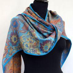 9a3bdd57f603 Echarpe foulard en viscose bleue, safran et multicolore , motif fleurs et…  Viscose,