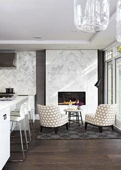 Современный камин в интерьере вашей кухни: 9 примеров