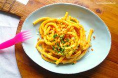 Ein Teller mit wunderbar cremig-schlotzigen Makkaroni mit Käsesoße ist der Inbegriff von Soulfood. Und weil heute meine Lieblings-Cheese-no-Cheese-Soße auf die Nudel rauf darf, braucht man dabei au...