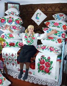 From remote village in Carpathian Mountains in Ukraine, the loveliest lady and textiles. Chain Stitch Embroidery, Learn Embroidery, Embroidery Patterns, Hand Embroidery, Ukraine, Stitch Head, Hungarian Embroidery, Ukrainian Art, Thinking Day