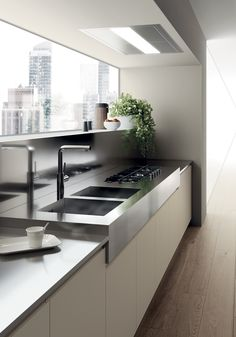 Porcelain Cream matt lacquered finish for the cooking block base units