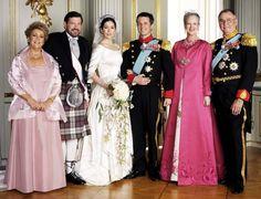 Mary et frederik de Danemark entouré des parents de mary et du roi et de la reine de balgique les parents de frederik
