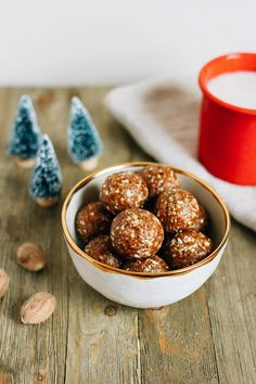 These homemade gingerbread larabar balls are perfectly sweet with a hint of gingery spice. Plus they're super easy to whip up -- 10 ingredients and 10 mins!