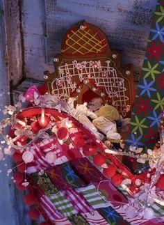 Askartele kartongista ja kuteista sydämiä ja tuutteja. Craft paperboard baskets to christmas candies. | Unelmien Talo&Koti Kuva: Pekka Ailio Toimittaja: Anette Nässling