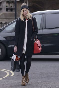 Always loved Fearne Cotton. Big fan of her style. Daily Fashion, Everyday Fashion, Proper Attire, Fearne Cotton, Leopard Boots, London Style, Monochrome Fashion, Rock Chic, Winter Outfits Women
