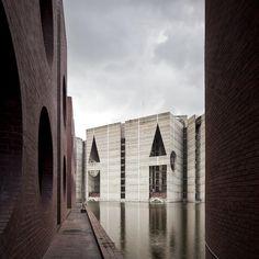 Louis Kahn. National Assembly, Dhaka, Bangladesh, 1962-1974. Photo by Naquib Hossain, 2011 (via Flickr)
