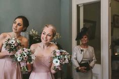 A neutral and navy wedding in Hampshire | weddingsite.co.uk