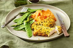Coat marinated chicken in crisp herb crumbs and serve with golden mash and greens. Healthy Weeknight Dinners, Midweek Meals, Healthy Family Meals, Diabetic Meals, Healthy Carbs, Healthy Recipes, Healthy Food, Mash Recipe, Buttermilk Chicken