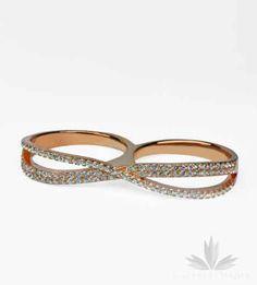 Multiring nieskończoność wysadzany cyrkoniami. Bardzo modny w tym sezonie odcień różowego złota - rose gold. Srebro 925.
