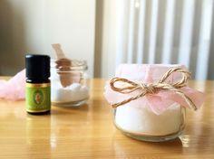 気になるお部屋のニオイ対策に。アロマ重曹なら自然の香りを楽しみながら、しっかり消臭・除湿することができます。材料2つで驚くほど簡単かつリーズナブルに作ることができますよ。
