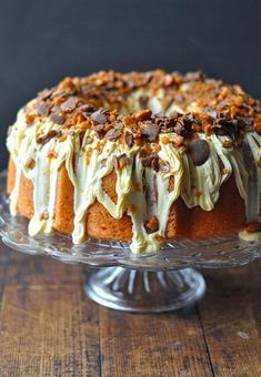 This Butterfinger bundt cake wit cream cheese frosting will rock your world. Butterfinger lovers everywhere: rejoice! You can now enjoy your favorite candy bar in the form of a bundt cake. Bunt Cakes, Cupcake Cakes, Cupcakes, Cake Recipes, Dessert Recipes, Dinner Recipes, Milk Recipes, Dinner Menu, Egg Recipes