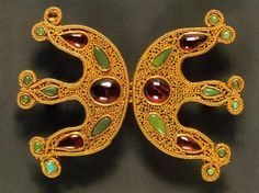 Brooch. II c. Gold with precious stones. (Georgian National Museum)