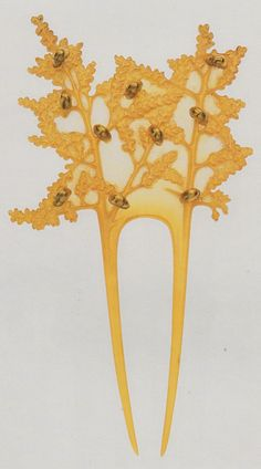 René Lalique 'Crawling Beetles' Hair Comb, 1902-03: horn, gold, pearls. 18 x 10cm: signed 'Lalique'. Source: The Jewellery of René Lalique, by Vivienne Becker