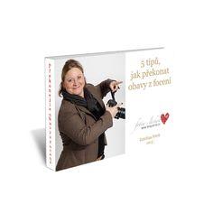 """Katka je má fotografka a nabízí ZDARMA novou knihu   """"Podle globální studie kosmetické značky Dove se 77% žen schovává před fotoaparátem i kamerou, protože nejsou spokojeny s tím, jak vypadají. Smutné na tom je to, že ženy tak přicházejí o záznamy některých důležitých životních okamžiků, zachycení vzácných vzpomínek, včetně fotografií z dovolené, svatby nebo dokonce fotek narození dětí.""""    EBOOK - 5 TIPŮ, JAK PŘEKONAT OBAVY Z FOCENÍ"""
