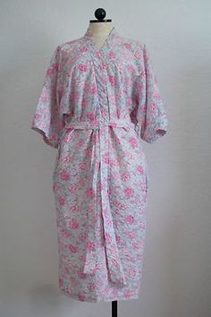 MISS ELAINE Pink and Blue Floral Print Pucker Material Robe $20