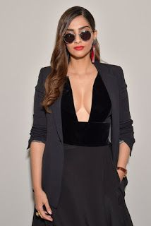 Beautiful and gorgeous bollywood actress: Hot boobs and cleavage of sonam kapoor Bollywood Actress Hot Photos, Beautiful Bollywood Actress, Most Beautiful Indian Actress, Bollywood Celebrities, Bollywood Fashion, Beautiful Actresses, Indian Bollywood, Female Celebrities, Celebs