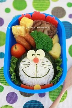 Easy Charaben Doraemon with Nori Seaweed Recipe by cookpad. Kawaii Bento, Cute Bento Boxes, Bento Box Lunch, Lunchbox Kind, Comida Disney, Bento Kids, Food Art For Kids, Japanese Lunch Box, Bento Recipes
