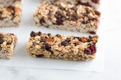Simple, Soft and Chewy Granola Bars Recipe. This is the best granola bar recipe I've found! They came out beautifully. I added chocolate chips and dried cranberries. Soft And Chewy Granola Bars Recipe, Homemade Granola Bars, Snacks Saludables, Healthy Snacks, Healthy Recipes, The Best, Cooking Recipes, Bar Recipes, Favorite Recipes