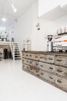 Wood and white Cafe Restaurant, Modern Restaurant, Cafe Bar, Cafe Interior Design, Interior Decorating, Deco Cafe, Loft Cafe, Design Café, Retail Store Design