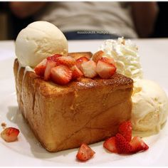 Shibuya Honey Toast Perfect French Toast, Honey Bread, Honey Toast, Bread Salad, Bread Toast, Asian Desserts, Pancakes And Waffles, Sweet Stuff, Burgers
