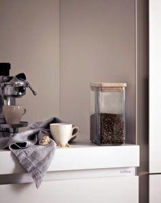 bulthaup - b1 keuken - bij dit keukenmeubel zorgen de doorlopende, verzonken greepranden van de uittrekelementen, lades en deurtjes voor een harmonische structuur van de toplagen en ze benadrukken de simpele vorm van de keuken