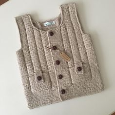 This post was discovered by Mi Diy Crafts Knitting, Easy Knitting Patterns, Baby Patterns, Knit Baby Sweaters, Summer Sweaters, Baby Vest, Baby Cardigan, Knitting Socks, Baby Knitting