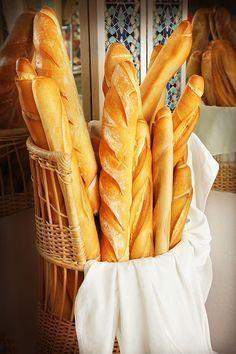 Alllllwwwwaaaaaayyyysssss have wanted to try a baguette Pan Bread, Bread Cake, Bread Baking, Healthy Bread Recipes, Cooking Recipes, Baguette Bread, French Baguette, Pan Dulce, Our Daily Bread