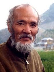 Plutôt qu'un pionnier de la permaculture, Masanobu Fukuoka en est un prédécesseur, car il fut concepteur de l'agriculture naturelle et il fit la jonction avec la permaculture. Il participa notamment à la deuxième conférence internationale de PermaCulture, à Breitenbush Hot Springs & Olympia, au nord ouest des États Unis... C'était en 1986.