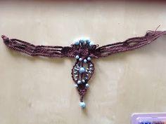 Geknüpftes Kropfband mit Brosche für historisches Gewand oder zur Tracht