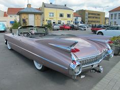 It wouldn't be Halden without these old American cars!