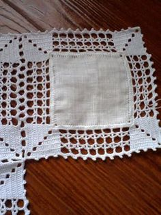 This Pin was discovered by Sil Filet Crochet, Beau Crochet, Crochet Motifs, Crochet Quilt, Crochet Tablecloth, Crochet Squares, Crochet Home, Love Crochet, Learn To Crochet