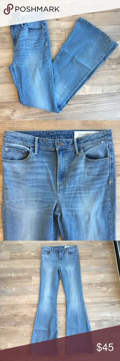 """Nordstrom Treasure & Bond High Rise Flare Jeans New without Tags Nordstrom Treasure & Bond High Rise Skinny Flare Jeans Retail $99  Size 28 34"""" inseam 10.5"""" Rise 16"""" Waist flat Color: Marine Dusk Vintags Flare Bottom - 11"""" Flat No stains or holes New Condition 5-pocket style Button and zip front closure Nordstrom Jeans Flare & Wide Leg"""