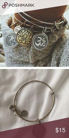 SEIRAA Travel Bracelet Expandable Wire Bracelet Bangle Charm Bracelets Gift For Traveler