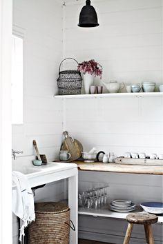 white-walls-shelf-AC