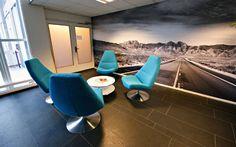Não somos pisos vinílicos, somos pisos de borracha. Os pisos Nora são 100% de borracha, baseados em qualidade e sustentabilidade com mais de 300 variações de cores e design, totalmente ergonômico, certificação LEED, resistente a manchas, ao grande tráfego comercial e voltado para diversas aplicações. Instalação dos pisos Nora pelo escritório de arquitetura Roos und Ros no Marktforschungsagentur SKIM em Rotterdam | Holanda.