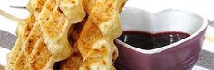"""Confira uma receita prática e simples de fazer um pão de queijo. A receita é em homenagem ao Dia do Pão de Queijo, comemorado neste sábado, 17.Confira os ingredientes.  Ingredientes 1 xícara de chá de leite 1 xícara de chá de óleo 3 ovos inteiros 2 xícaras de povilho azedo ½ colher de chá...<br /><a class=""""more-link"""" href=""""https://catracalivre.com.br/geral/gastronomia/indicacao/pao-de-queijo-de-sanduicheira/"""">Continue lendo »</a>"""