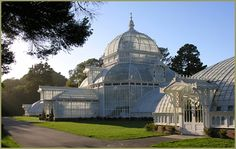 T he Conservatory of Flowers, a large botanical greenhouse in San Francisco's Golden Gate Park, was constructed in 1878 and opened a year later. One of the finest examples of Victorian architecture in San Francisco, a city famous for its Victorian homes, it is truly an architectural gem of remarkable brilliance.