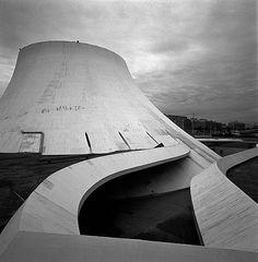"""昔夢見た近未来。 Le Volcan"""" - architecte Oscar Niemeyer - Le Havre, France"""