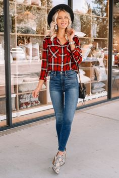 fall colored flannel and jeans/ snakeskin booties Plaid Fashion, Autumn Fashion, Women's Fashion, Holiday Outfits, Fall Outfits, Plaid And Leopard, Booties Outfit, Animal Print Outfits, Flannel Outfits