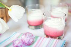 Feines Rezept für Himbeer Joghurt Mousse. Tolles zweifarbiges Dessert mit fruchtigem Himbeergeschmack und cremigem Joghurtmousse.