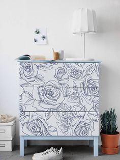 Old Furniture Ideas Homemade - Furniture Design Ideas Projects - Pallet Furniture DIY Table - Recycled Furniture Ideas Decor Cute Furniture, Retro Furniture, Ikea Furniture, Furniture Sale, Discount Furniture, Furniture Projects, Online Furniture, Furniture Makeover, Painted Furniture