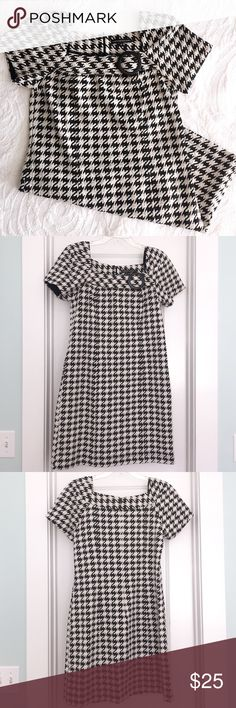 Houndstooth Dress Houndstooth dress perfect for Alabama game. Also great fall or winter work dress. Medium weight material with just enough stretch. Back zip closure. Purchased for Bama game day but never wore. Size 10 Chris McLaughlin Dresses