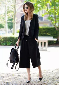 street style culotes culottes outfit look Workwear Fashion, Office Fashion, Work Fashion, Paar Style, Culotte Style, Business Outfit Frau, Business Suits, Business Casual, How To Wear Culottes