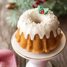 These mini brown sugar pound cakes are moist velvety-soft. Top with a sweet icing and festive decorations they make a perfect gift! Christmas Bunt Cake, Christmas Desserts, Holiday Cakes, Holiday Baking, Christmas Baking, Mini Desserts, Just Desserts, Food Cakes, Cupcake Cakes