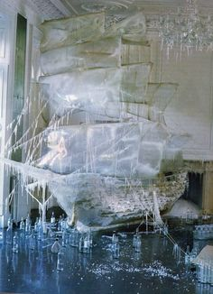 horaesempre:    Boat Ice Sculpture photographed by Tim Walker for US Vogue